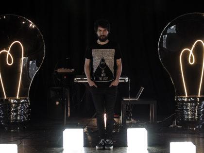 HOLOGRAPH feat. OTTOBRE : DISTANTI Il nuovo singolo del producer veneto in uscita per  INRI/Krishna Music Group